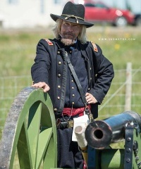 In addition to helping indulge passions for the American Civil War, the Yankee Valley Yankees allows its members to turn up the volume with Matthew and Mark the Howitzers! Photo taken at Days of Yore 2017 by Alex Shemetov.
